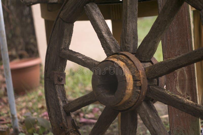 Деревянное колесо стоковые изображения rf