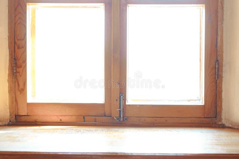 Деревянное окно Широкий деревянный силл стоковая фотография