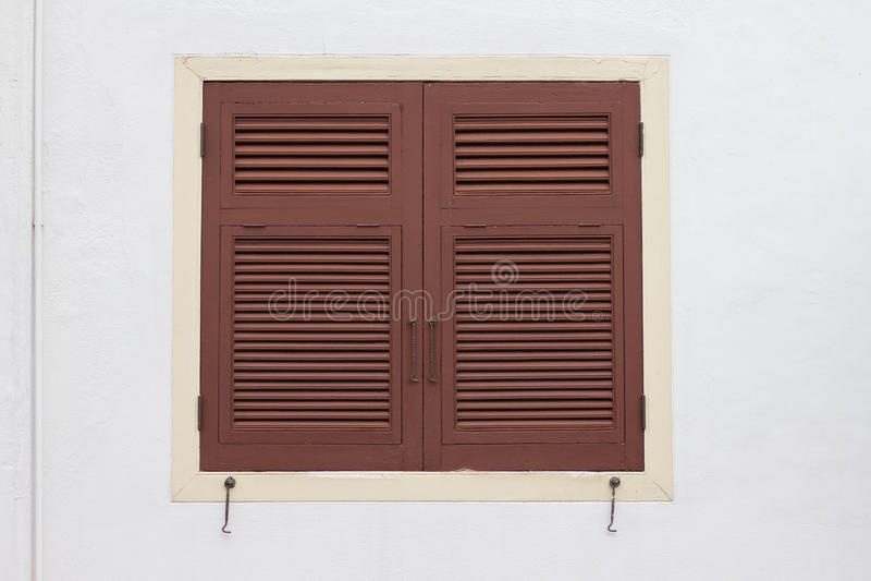 Download Деревянное окно стоковое фото. изображение насчитывающей строя - 33725114