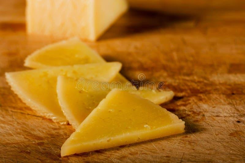 деревянное сыра доски триангулярное стоковая фотография