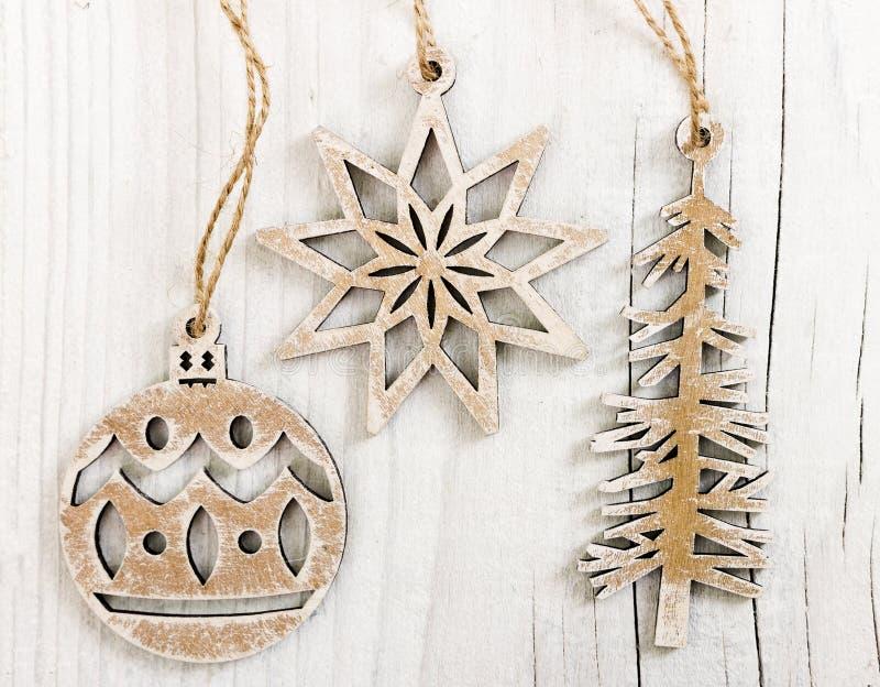 Деревянное украшение рождества на деревянной предпосылке стоковые изображения rf