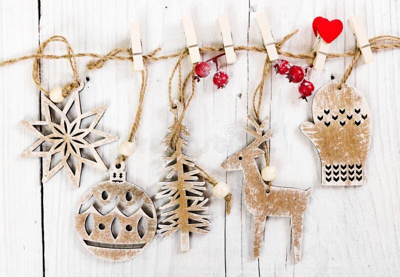 Деревянное украшение рождества на деревянной предпосылке стоковое изображение rf