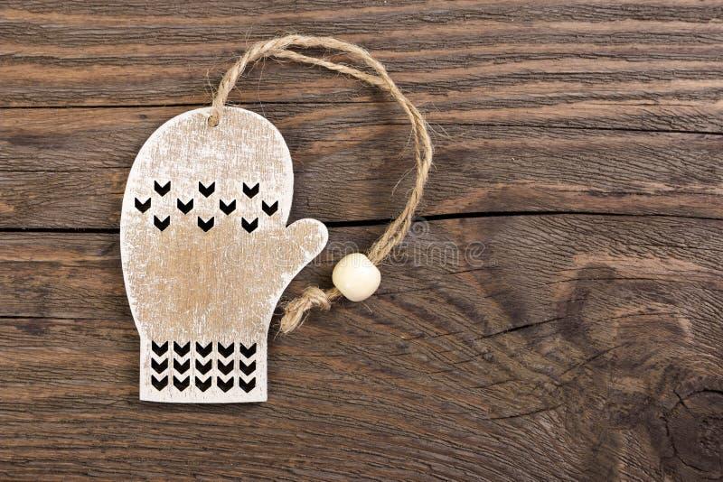 Деревянное украшение mitten рождества стоковая фотография rf