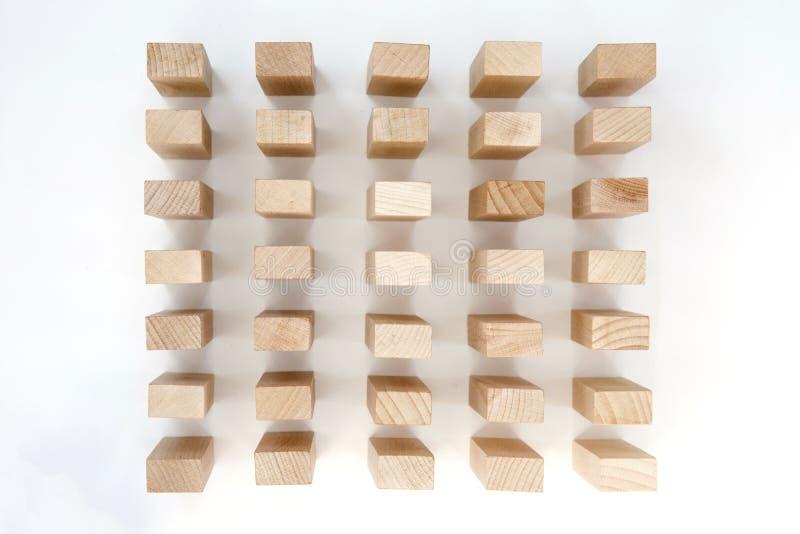 Деревянные блоки изолированные на белой предпосылке стоковые изображения rf
