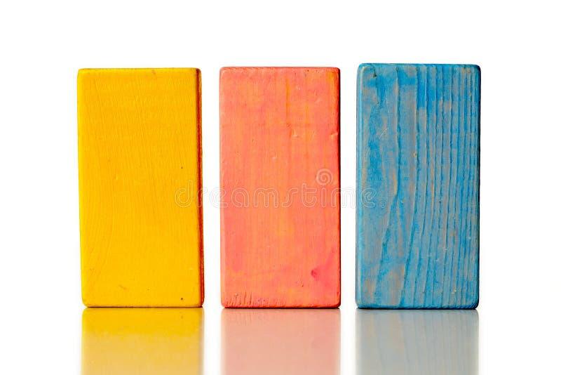 Деревянные блоки изолированные на белой предпосылке стоковые фотографии rf