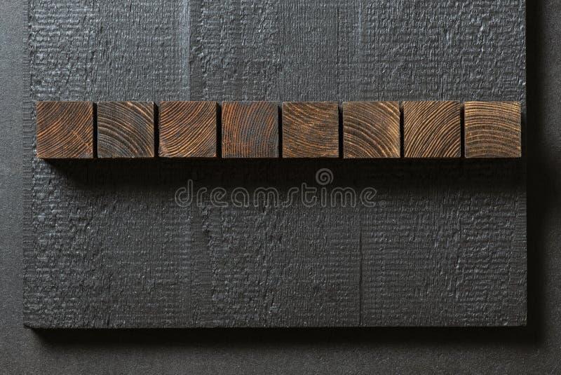 Деревянные блоки на черной предпосылке стоковое изображение