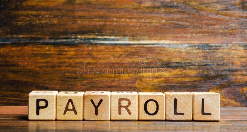 Деревянные блоки с зарплатой слова Зарплата суммарный итог всей компенсации дело должно оплатить к своим работникам для набора стоковые изображения rf