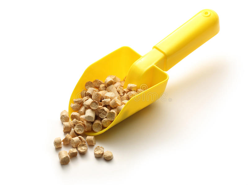 Деревянные лепешки на желтом лопаткоулавливателе стоковое фото rf