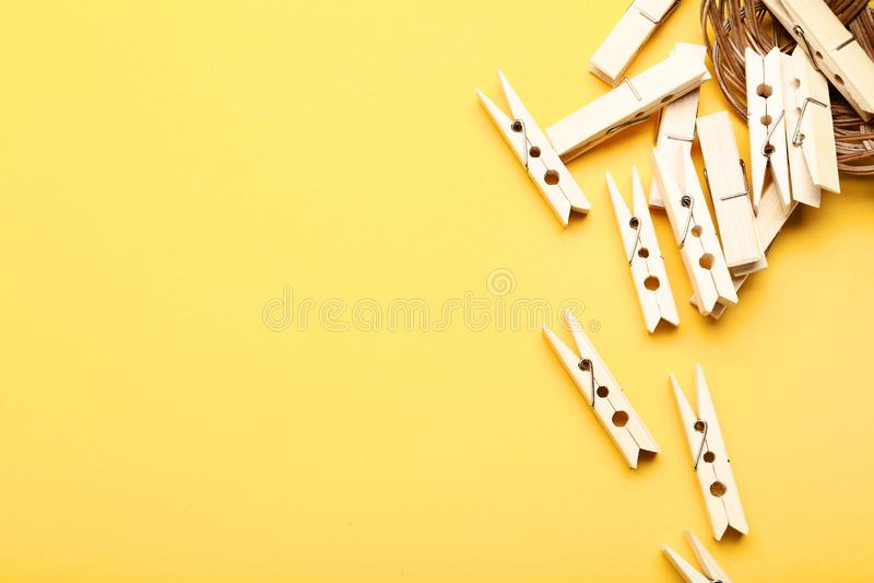 Деревянные зажимки для белья стоковое фото