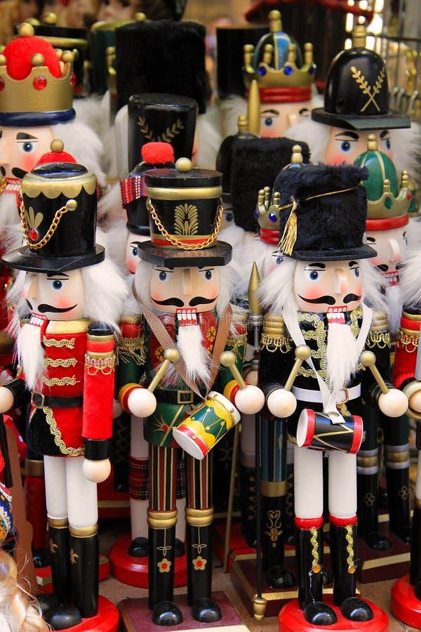 Деревянные игрушки солдата Щелкунчика в Праге стоковое фото rf