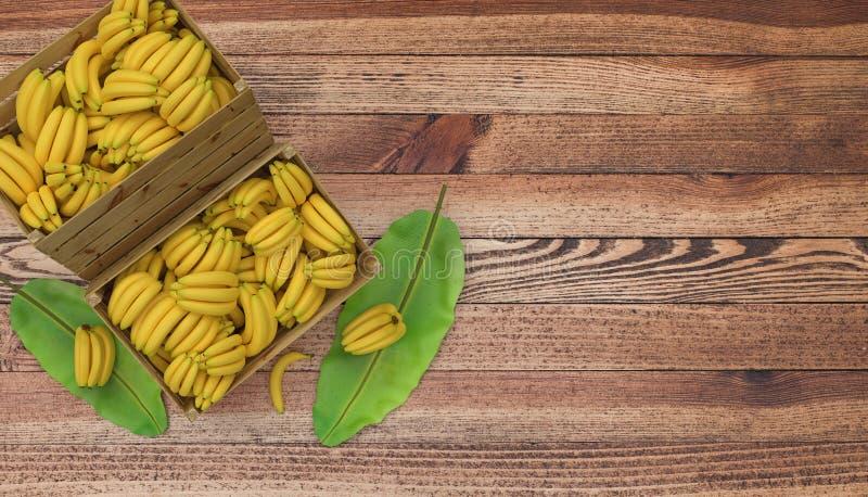 Деревянные клети или коробки вполне места бананов на деревянном столе И лист банана рядом с Изолировано на белизне стоковые фотографии rf
