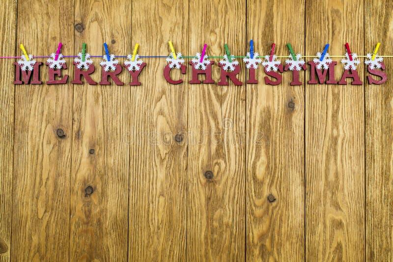 Деревянные, красные письма с приветствием рождества на русом b стоковая фотография rf