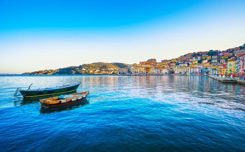 Деревянные маленькие лодки в набережной Порту Santo Stefano Argentario, стоковые изображения