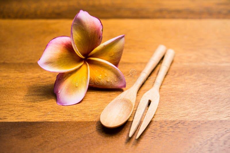 Деревянные ложки и вилка стоковая фотография rf