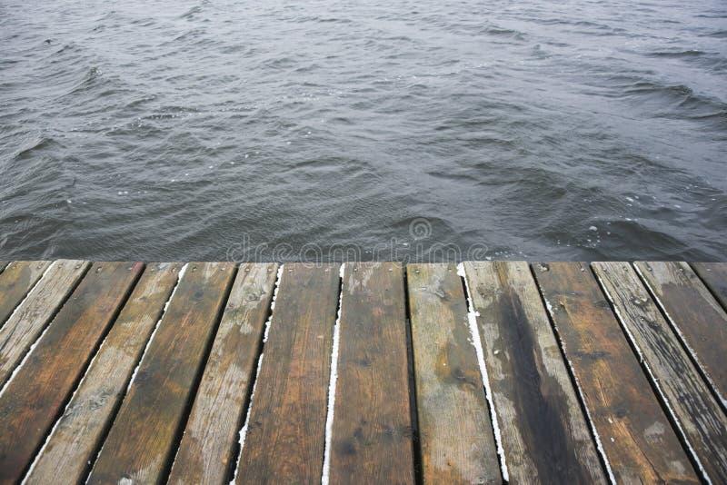 Деревянные платформа и вода стоковая фотография rf