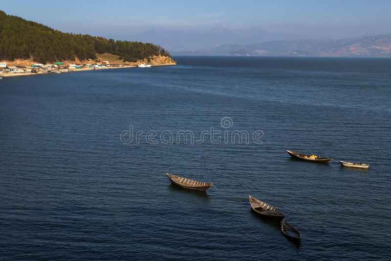 Деревянные рыбацкие лодки в смещении стоковая фотография rf