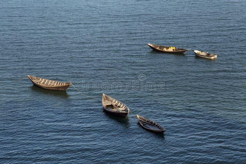 Деревянные рыбацкие лодки в смещении стоковое фото