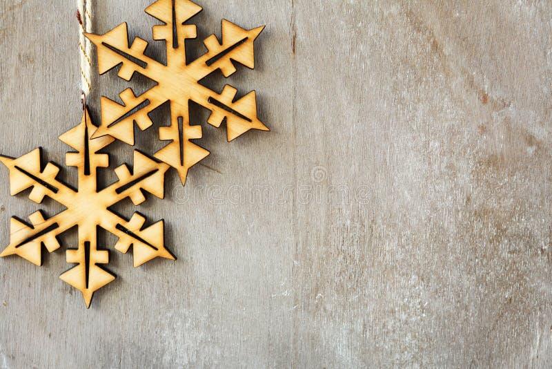Деревянные снежинки шнурка стоковая фотография rf