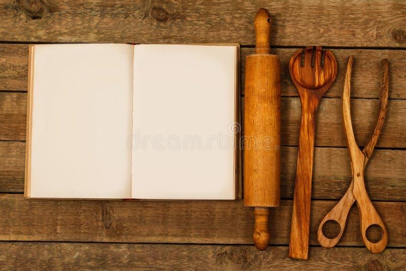 Деревянные утвари кухни стоковые изображения