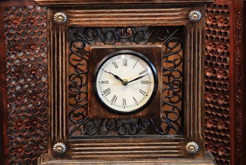 Деревянные часы стоковая фотография rf