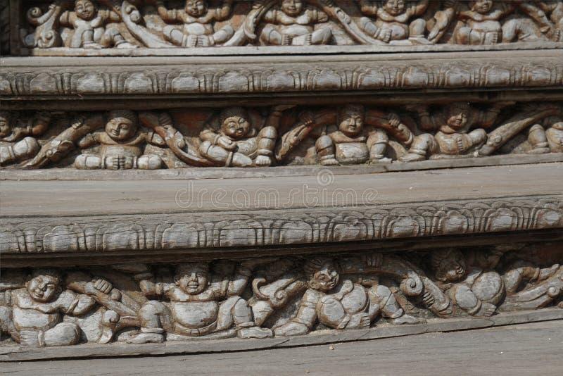 Деревянные шаги лестницы буддизма стоковое изображение