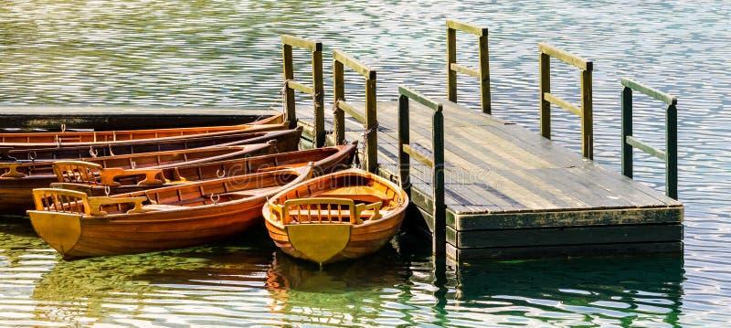 Download Деревянные шлюпки стоковое изображение. изображение насчитывающей отключение - 33738579