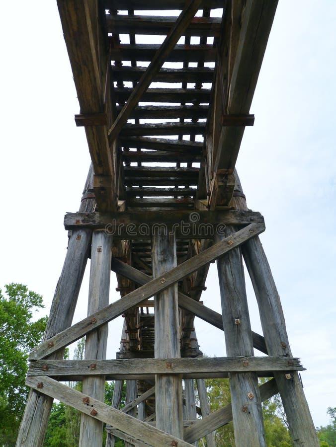 Деревянный австралийский мост рельса стоковое изображение rf