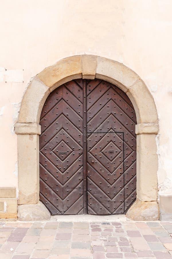 Деревянный вход свода стоковое изображение