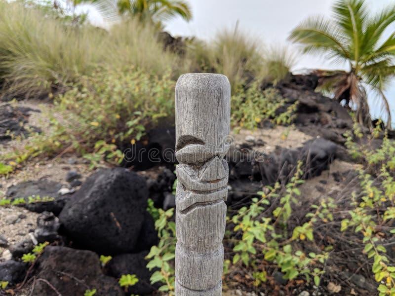 Деревянный высекать гавайского бога стоковые фото
