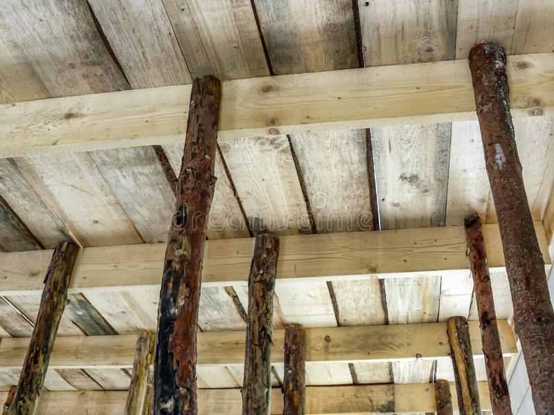 Деревянный закрывать с упорками стоковое фото rf