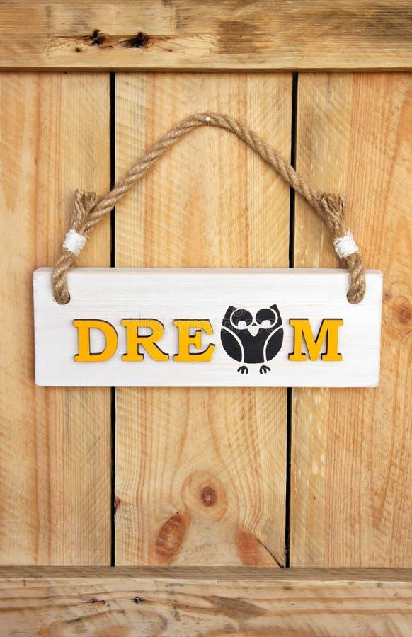 Деревянный знак, вися от веревочки стоковая фотография rf