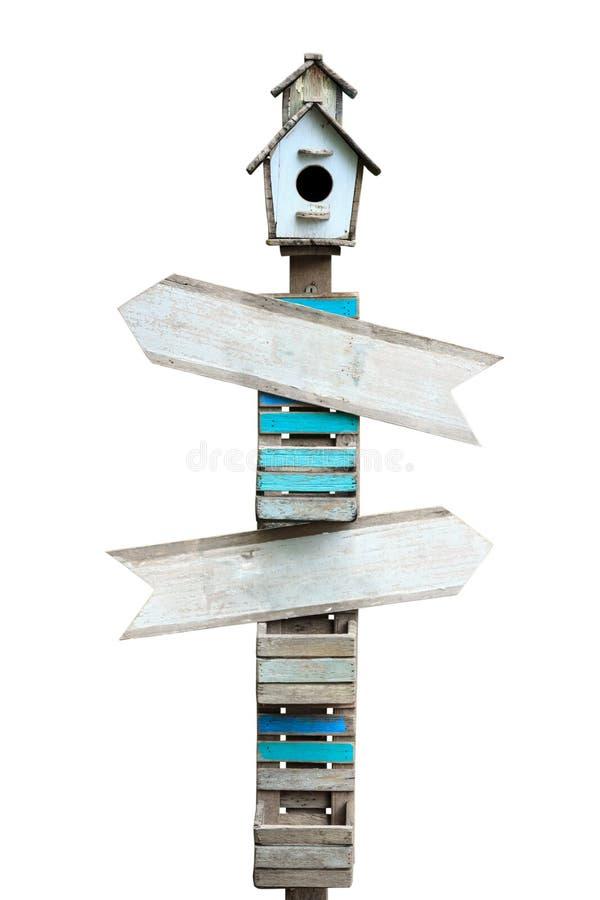Деревянный знак стрелки изолированный на белой предпосылке стоковые фотографии rf