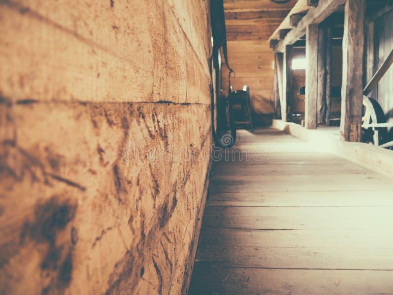 Деревянный интерьер идеальный для предпосылок стоковое изображение