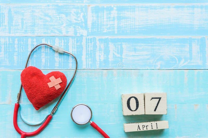 Деревянный календарь блока на день здоровья мира, 7-ое апреля Здравоохранение стоковое изображение rf