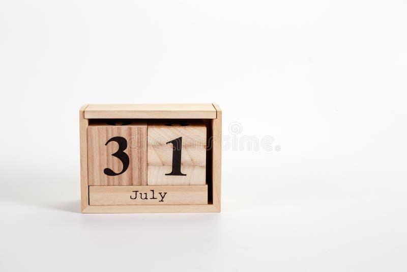 Деревянный календарь 31-ое июля на белой предпосылке стоковые фотографии rf
