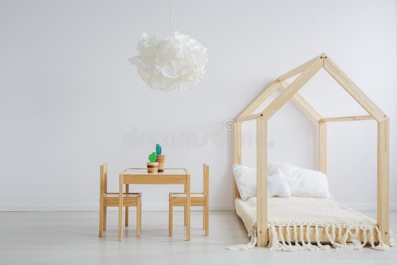 Деревянный комплект мебели стоковые фото