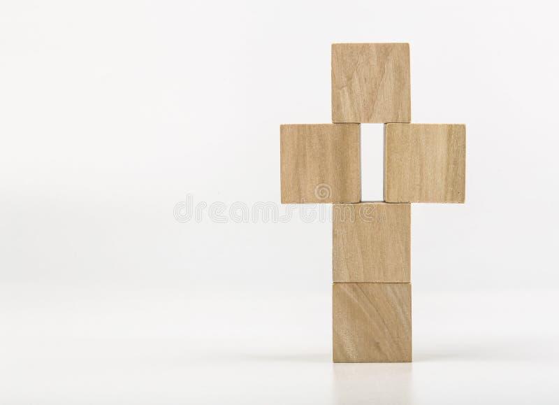 Деревянный крест на белой предпосылке стоковое изображение