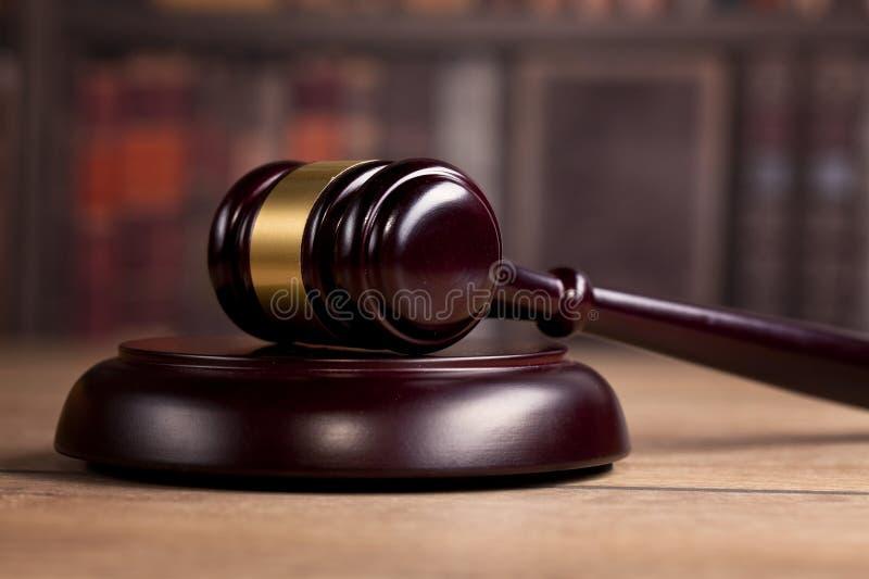 деревянный молоток ` s судьи Закон Офис ` s судьи стоковое фото