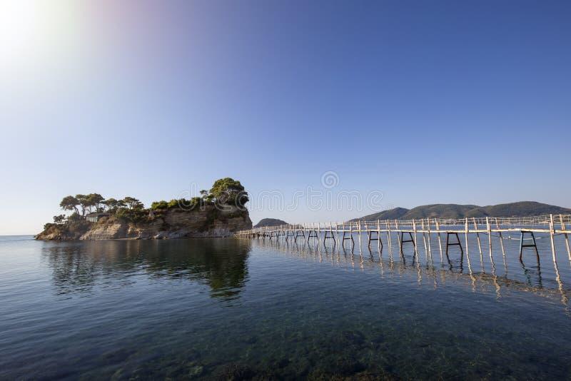Деревянный мост к острову камеи стоковое фото