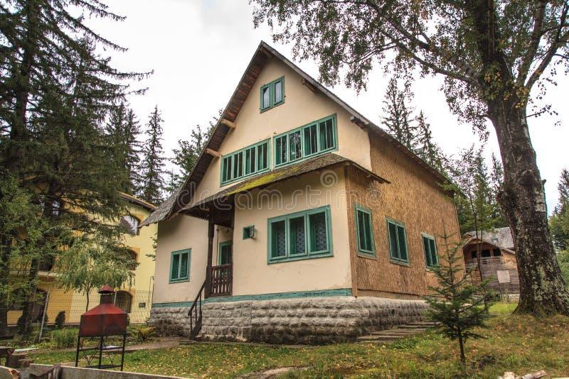 Деревянный дом стоковая фотография rf