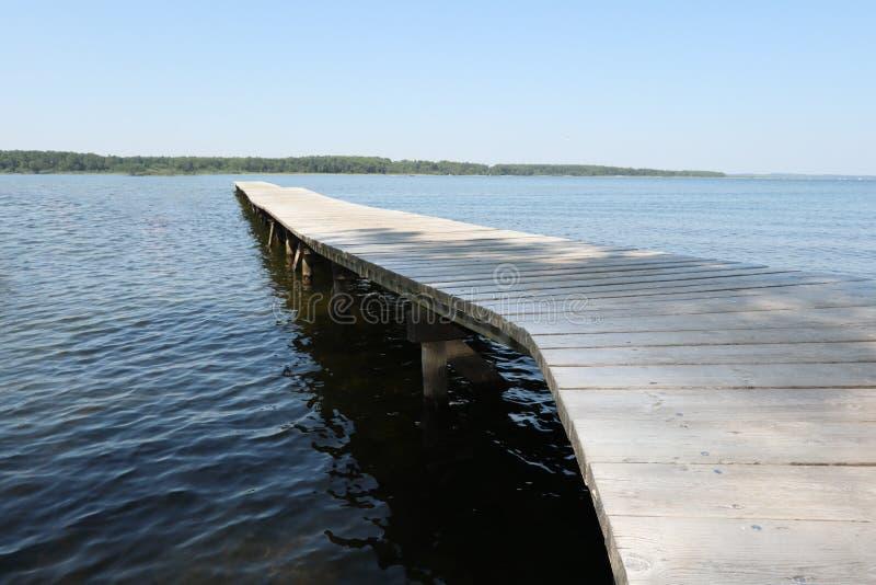 Деревянный понтон на озере стоковое фото rf