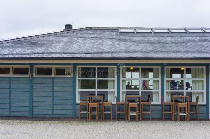 Download Деревянный ресторан стоковое фото. изображение насчитывающей окна - 41663188