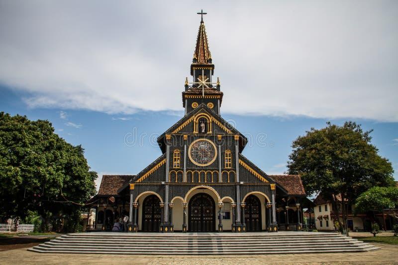 Деревянный собор Kontum, провинции Kon Tum, Вьетнама стоковые изображения rf