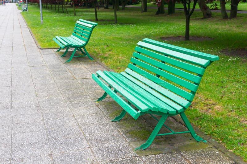 Download Деревянный стенд парка стоковое фото. изображение насчитывающей стенд - 41663352
