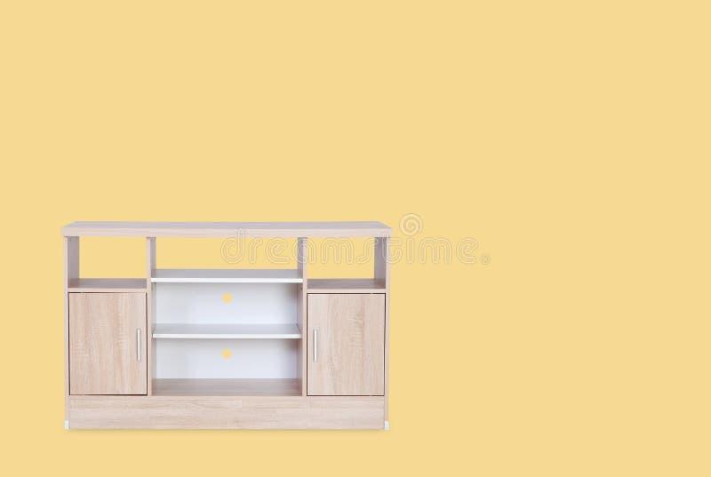 Деревянный стол для положенного изолированного телевидения на верхнем стоковые изображения rf