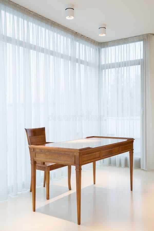 Деревянный стол стоковая фотография