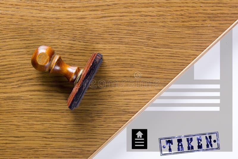 Деревянный штемпель для документов стоковое изображение