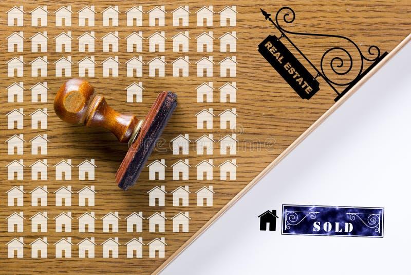 Деревянный штемпель для документов стоковая фотография