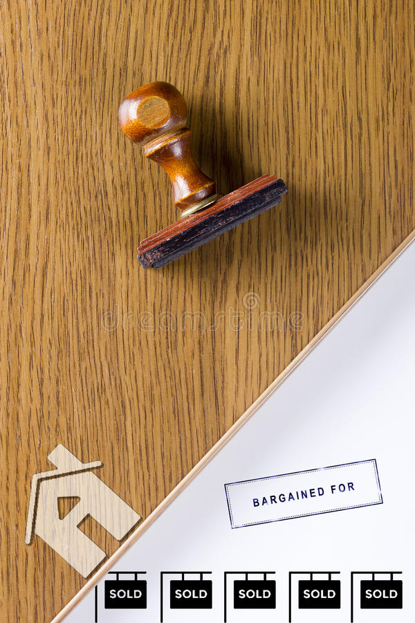 Деревянный штемпель для документов стоковые фотографии rf