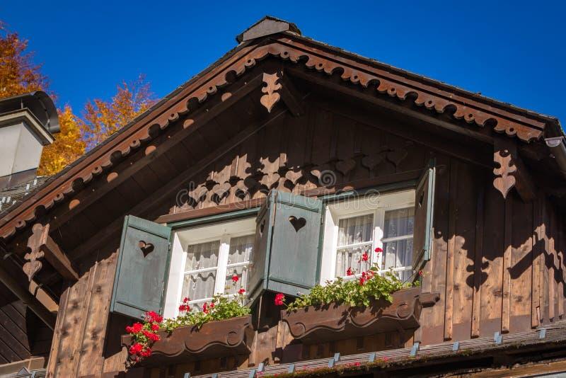 Деревянный щипец дома стоковые изображения rf